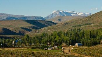 Las Ovejas  y el Area  Natural  Protegida  Epu Lauquen