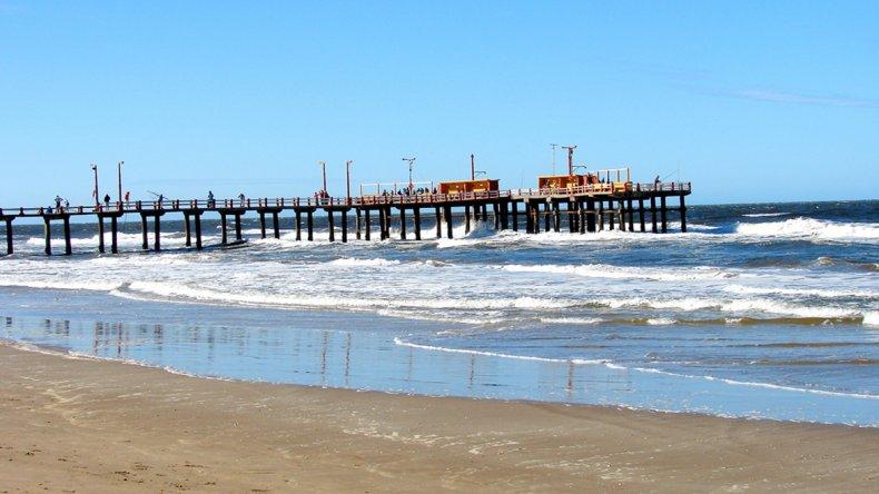 Santa Teresita posee extensas playas donde puede disfrutar del mar