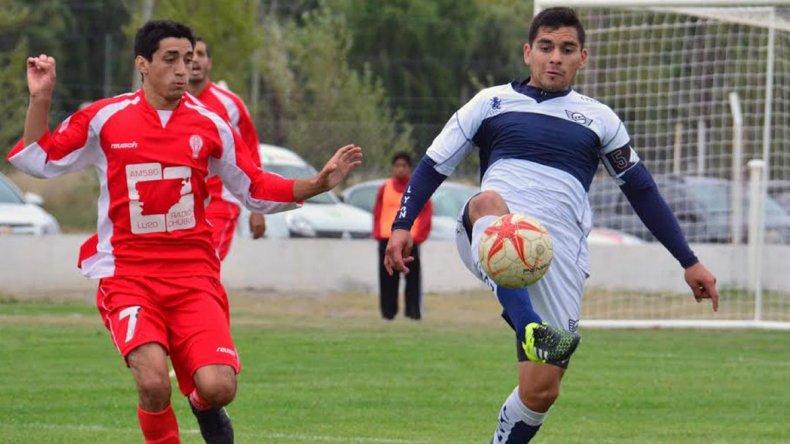 Jorge Newbery comenzó perdiendo y pudo cerrar un empate desde el punto penal ante Huracán de Trelew.