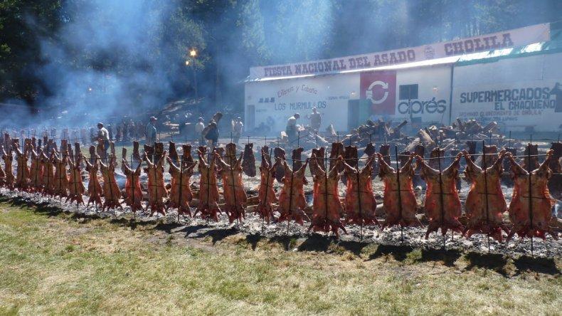 La tradicional Fiesta del Asado cerrará esta noche en Cholila con la realización del Telebingo Extraordinario.