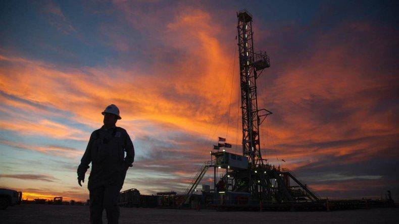 Subieron 10 equipos y 300 petroleros volvieron a trabajar en Chubut