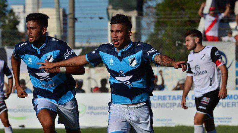 Leonardo Marinucci festeja el gol de Brown de Madryn ayer en la victoria frente a All Boys.