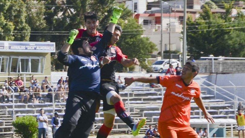 En un partido parejo, Florentino Ameghino tuvo solidez en el arco y encontró el triunfo por medio de Mauro Villegas.