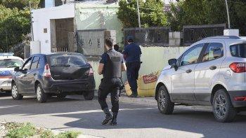 El allanamiento efectuado el viernes en Kilómetro 3, luego de la detención del sospechoso.