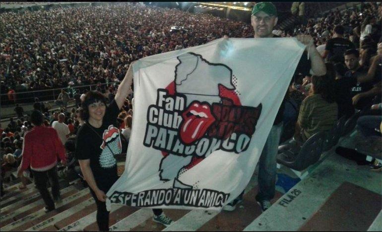El Fan Club Patagónico The Rolling Stones en el Estadio de La Plata. Foto: Facebook.