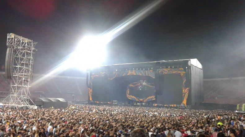El Fan Club Patagónico The Rolling Stone en el Estadio Nacional de Chile. Foto vía WhatsApp.