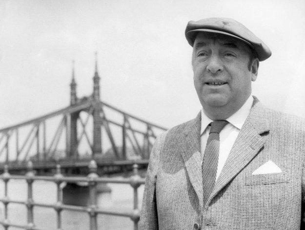 Los restos de Neruda vuelven a su lugar de descanso en Isla Negra