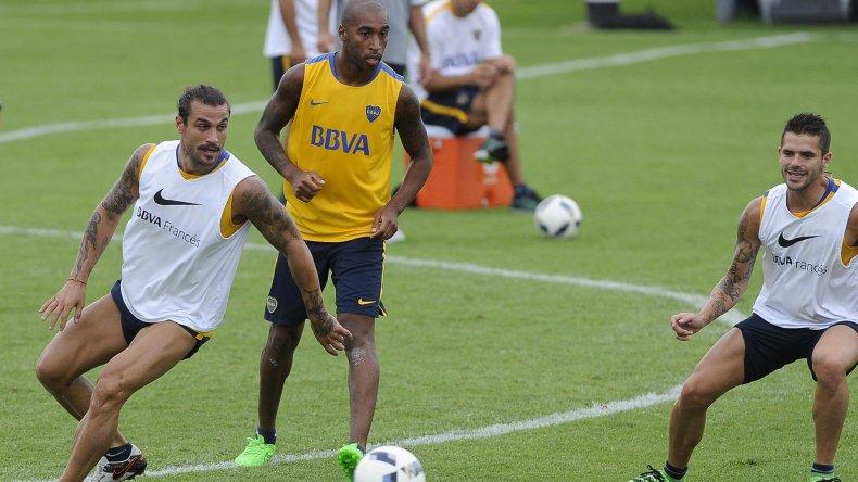 Daniel Osvaldo y Fernando Gago se perfilan como titulares mañana ante San Lorenzo.