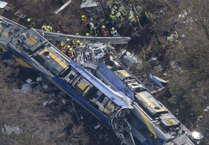 Tragedia en Alemania: al menos nueve muertos en choque de trenes