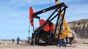 el petroleo gana un 0,2% y el barril se coloca a u$s 29,92