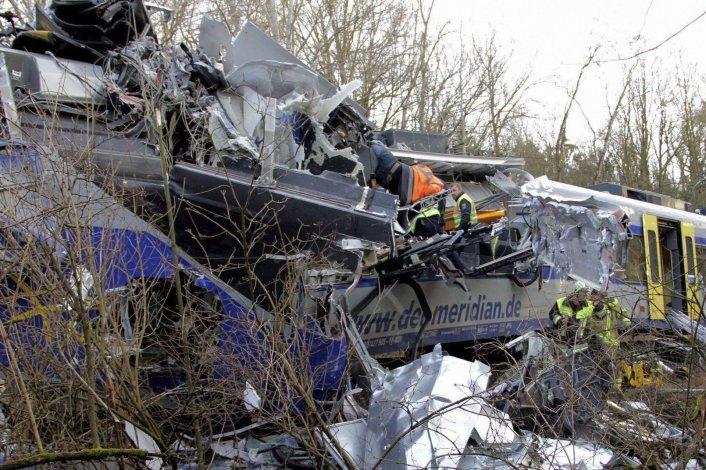 El choque frontal se produjo en una zona de difícil acceso para los equipos de rescate.