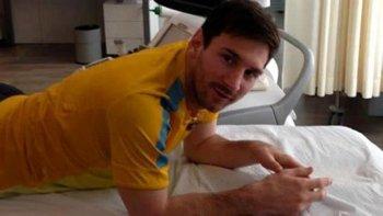 Leo Messi luego del tratamiento que se realizó ayer en Barcelona.