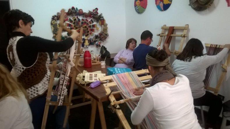 El Colectivo de Tejedoras brindará  un seminario de tapiz circular