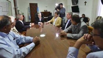 Das Neves y Massa en el encuentro que encabezaron ayer en Rawson con legisladores nacionales.