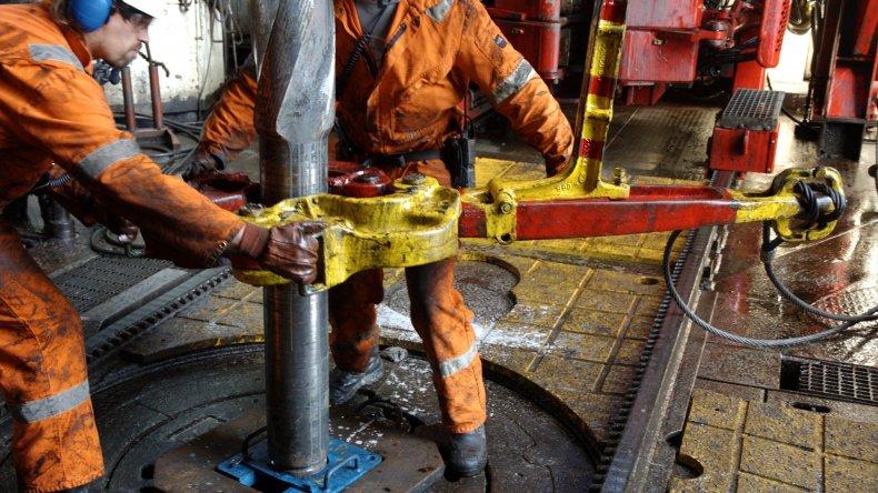 Petrominera y Petroquímica firmaron acuerdo para la exploración de  Colhue Huapi