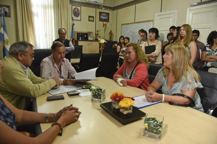 El intendente de Comodoro entregó 80 lotes al gremio de ATECh y a la mutual de trabajadores de Telefónica.