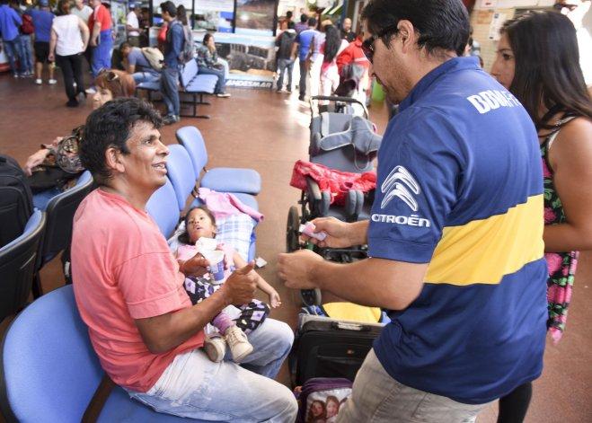 Tomás Maya y Luz María viajaron ayer a Buenos Aires tras recibir la solidaridad de varios comodorenses en su paso por esta ciudad.