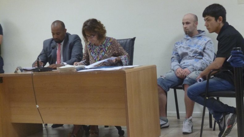 Los acusados por el homicidio de Tamara Anahí Copa en la audiencia. Uno quedó en libertad; el otro seguirá preso.