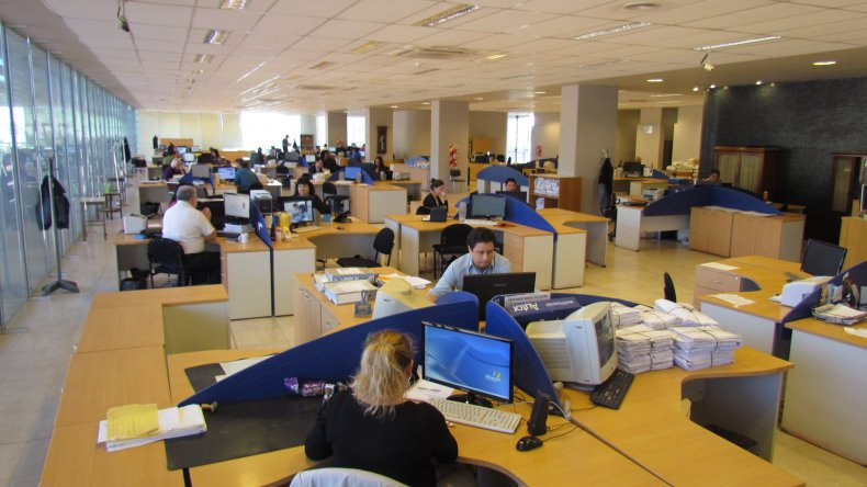 Los empleados públicos serán contratados desde las universidades