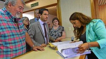 El fiscal de Estado, Diego Martínez Zapata, junto con miembros del ministerio de Educación, denunciaron a Rubén Zárate y a otros ex funcionarios.