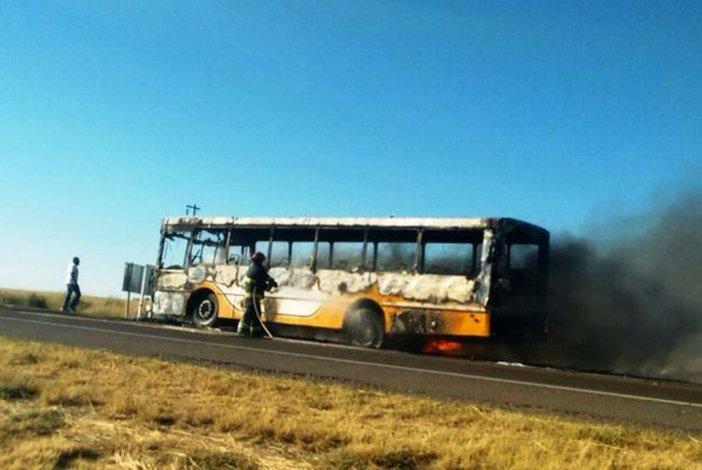 Se prendió fuego un micro que trasladaba pasajeros