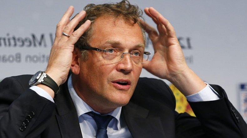 Suspenden por doce años al secretario general de la FIFA