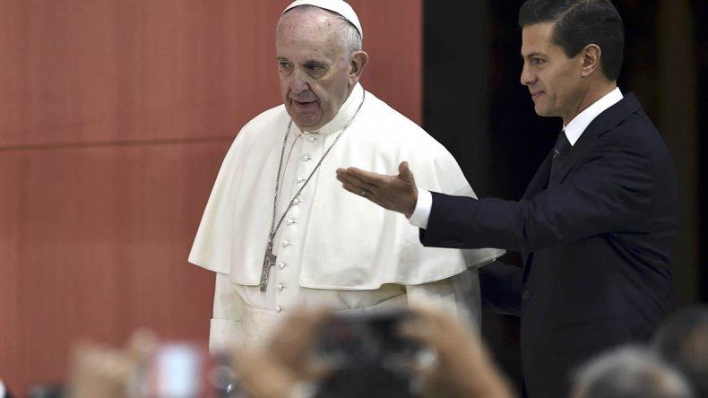 Peña Nieto recibió al Papa Francisco en el Palacio Nacional de la capital azteca.