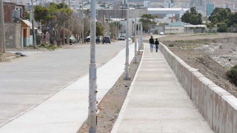 El paseo costero cuenta en el Stella Maris con 900 metros de senda peatonal y bicisenda.
