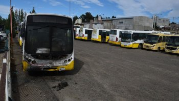 Los colectivos de Autobuses permanecen inactivos en su base. Además, son pocos los que están en condiciones de circular e incluso se acopian antiguas unidades que pertenecieron a Urbano SE.