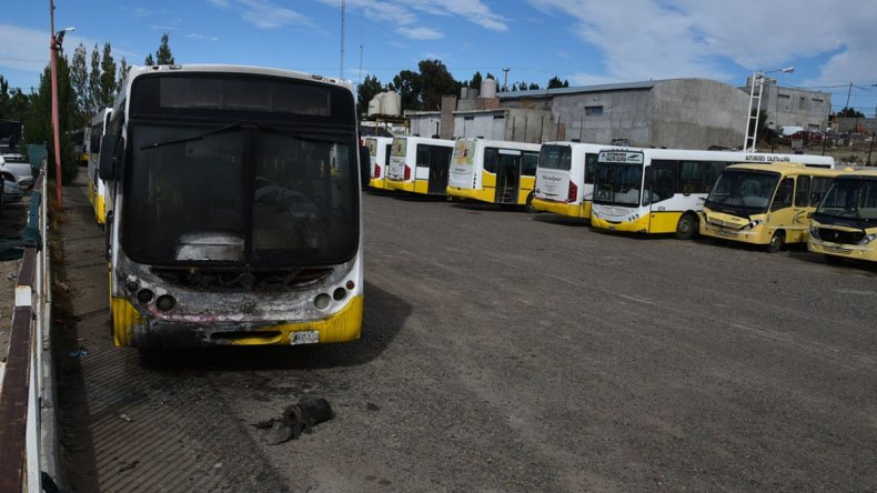 Los colectivos de Autobuses permanecen inactivos en su base. Además