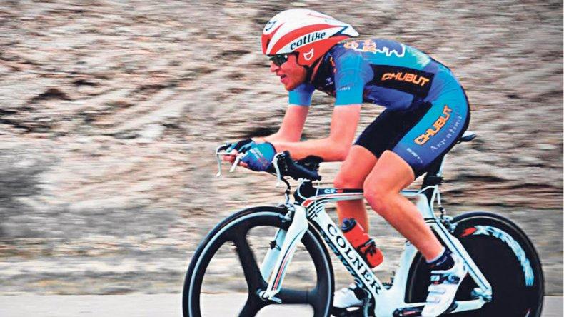 Maximiliano Valencia en una prueba de ruta.