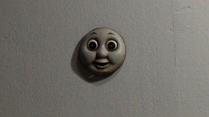 El terrorífico juguete que se arrastra por las paredes
