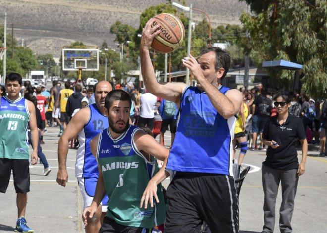 Así fue el arranque del Streetball en Rada Tilly. Foto: Martín Pérez / El Patagónico.