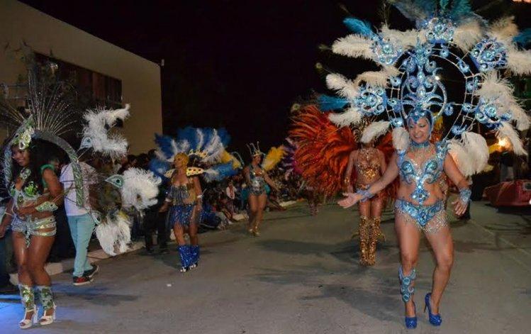 Más de 15 mil personas disfrutaron de una nueva noche de Carnaval en Dolavon