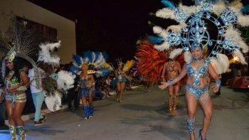noche de carnaval en dolavon convoco a mas de 15 mil personas