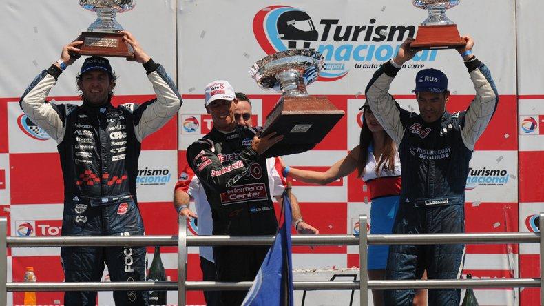 El podio de la clase 3 del Turismo Nacional liderado por Leonel Pernía.