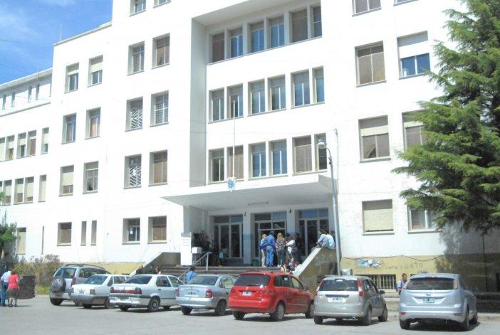 Se analiza el posible cobro a pacientes extranjeros que se atienden en el Regional