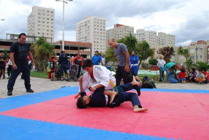 Cerca de 75 personas animaron la jornada que busca promover el deporte de contacto.