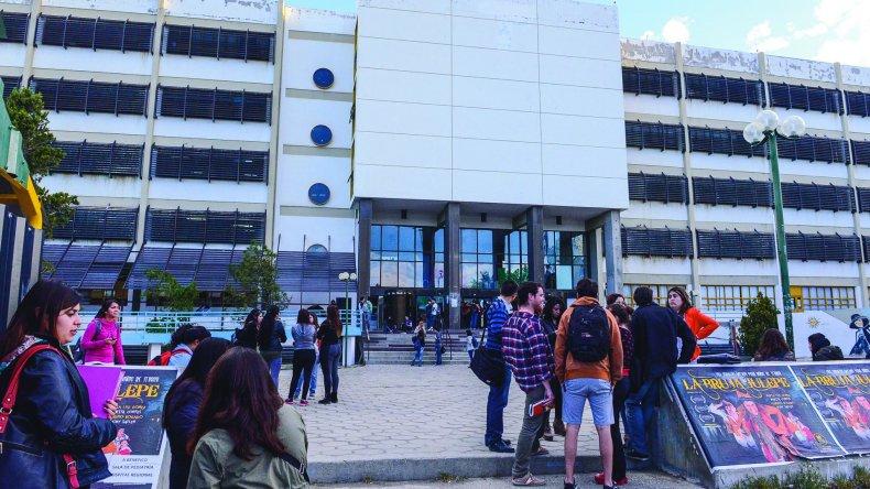 Docentes universitarios explicaron a padres de los estudiantes del CUP el plan de lucha