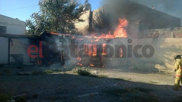 Se incendió una casa deshabitada en el barrio Quirno Costa