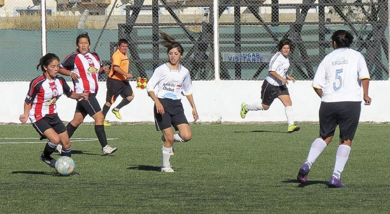 Esta tarde continuará desarrollándose en la cancha de Belgrano de Esquel el torneo de fútbol femenino 110° Aniversario.