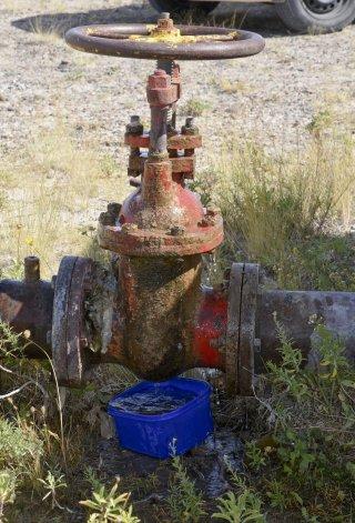 Diversos daños sufrió la cámara de una válvula reguladora de agua que se encuentra en Kilómetro 8.