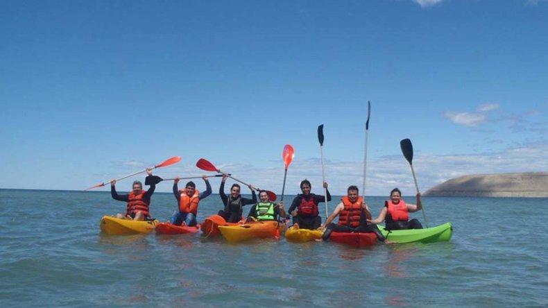 Un curso de kayak SOT fue el inicio del calendario de capacitaciones del Club de Buceo Neptuno.