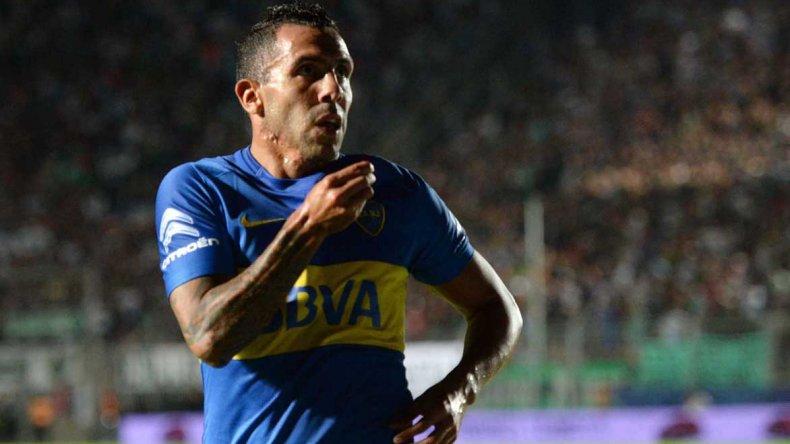 Carlos Tevez festeja el gol que cortó la sequía en Boca.