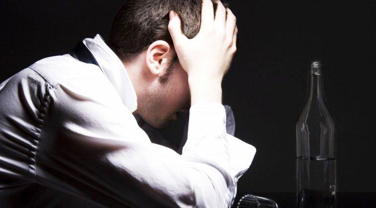 El alcohol es más nocivo para las personas con el VIH
