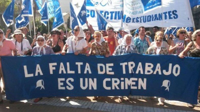 Policía intentó impedir a Madres de Plaza de Mayo realizar tradicional marcha