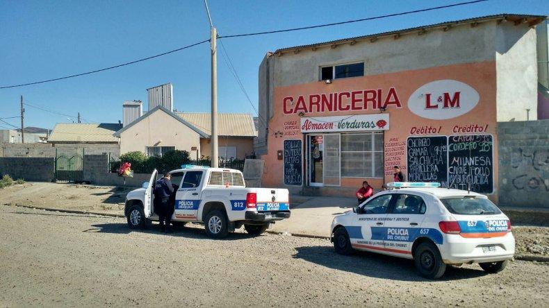Personal policial de la Seccional Quinta con la colaboración de un vecino y del damnificado pudieron detener a uno de los sospechosos del robo armado.