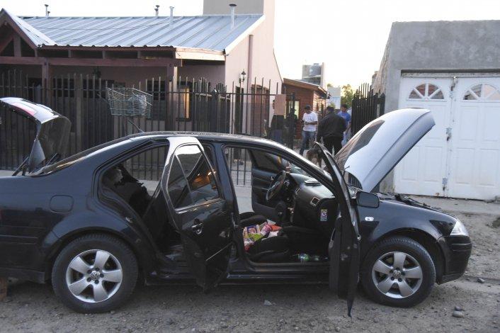 En el Volkswagen Bora del propietario de la vivienda también se hallaron bolsitas con droga