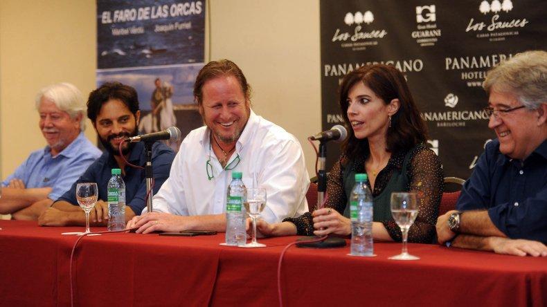 Conferencia de prensa de actores y realizadores de la película que se filmará en Península de Valdés.