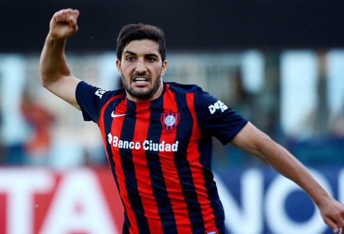 Nicolás Blandi viene de marcarle dos goles a Olimpo.